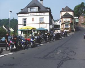 Photo: group de motocyclettes